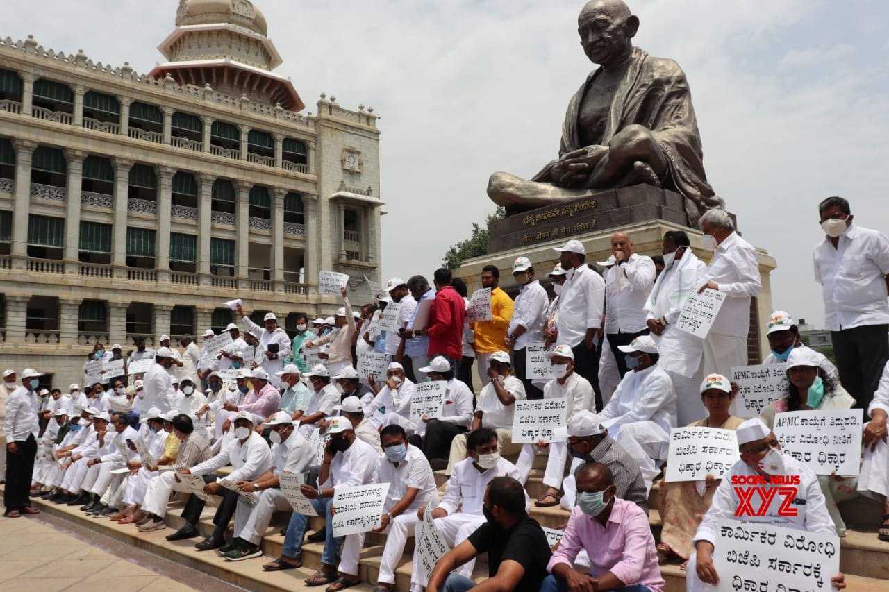 "Bengaluru: Congress protests against Karnataka Govt's ""anti - people policies"" #Gallery"