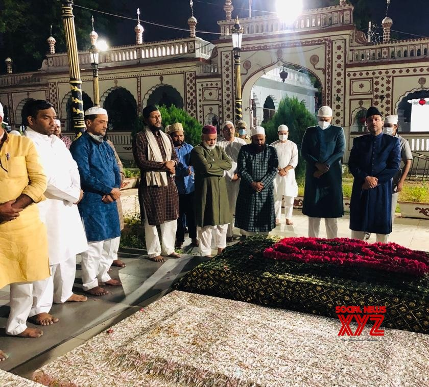 Hyderabad: Owaisi brothers pay tributes to their father on his 12th death anniversary #Gallery