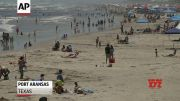 Beachgoers pack Texas seafront as lockdown eased (Video)