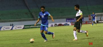 (130902) -- KATHMANDU, Sep. 2, 2013 (Xinhua) -- Pakistani player Samar Ishaq (R) tackles Indian player Gouramangi Singh during the second game of the SAFF Championship 2013 at the Dasarath Stadium in Kathmandu, Nepal, Sep. 1, 2013. India won 1-0. (Xinhua/Sunil Sharma) ****Authorized by ytfs****