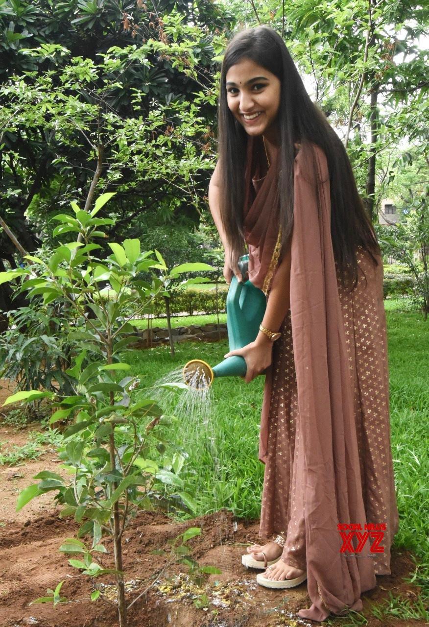 Actress Pranavi Manukonda Takes Part In Green India Challenge