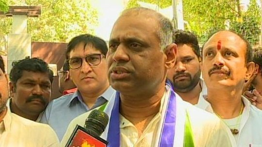 YSRCP leader Potluri Vara Prasad (PVP) booked for 'letting loose dogs on Hyderabad police'