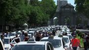 Taxistas en Madrid protestan en medio de escasa demanda (Video)