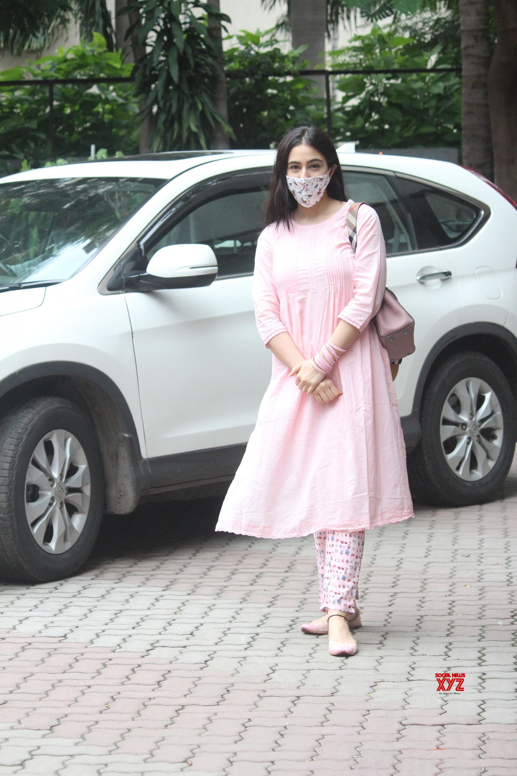 Actress Sara Ali Khan Spotted At Anand L Rai's Office In Andheri Gallery