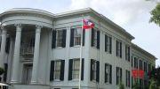 Mississippi gov. retires confederate-themed flag (Video)