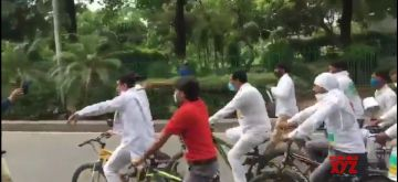 """New Delhi: Delhi Congress President Anil Kumar accompanied by scores of party workers, undertakes a """"Cycle Yatra"""" to deliver letters to all Delhi MPs requesting their intervention to reduce the inflated prices of petrol and diesel, in New Delhi on July 5, 2020. (Phto: IANS)"""