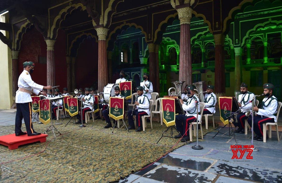 Bengaluru: Army Band honours COVID - 19 warriors #Gallery
