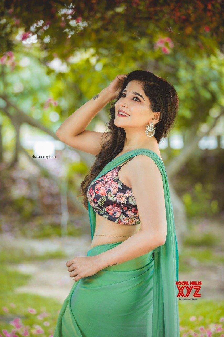 Actress Sakshi Agarwal New Stills Shining In The Saree