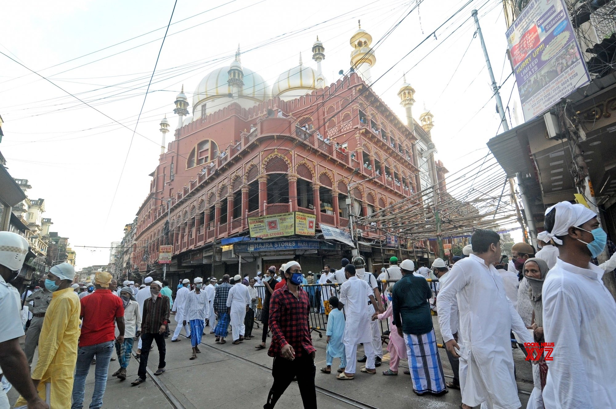 Kolkata: People gather to offer Eid - Ul - Zuha namaz at Nakhoda Masjid #Gallery