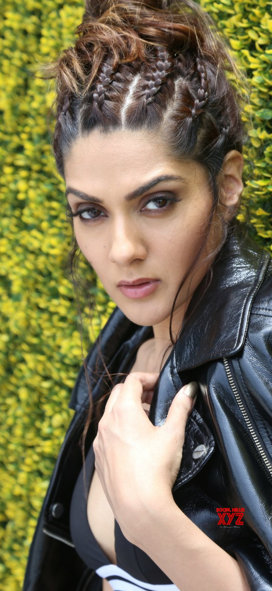 Actress Sakshi Chaudhary New Hot And Sexy Stills