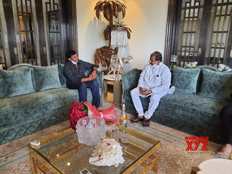 AP BJP President Somu Veerraju And 30 Rojullo Preminchadam Ela Producer Babu SV Met Megastar Chiranjeevi At His Home - Gallery