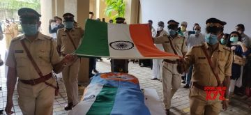 Mumbai: Capt. Deepak V. Sathe - who was killed in the Friday Air India Express plane tragedy in Kozhikode on Friday - accorded a funeral with full state honours, in Mumbai on Aug 11, 2020. (Photo: IANS)