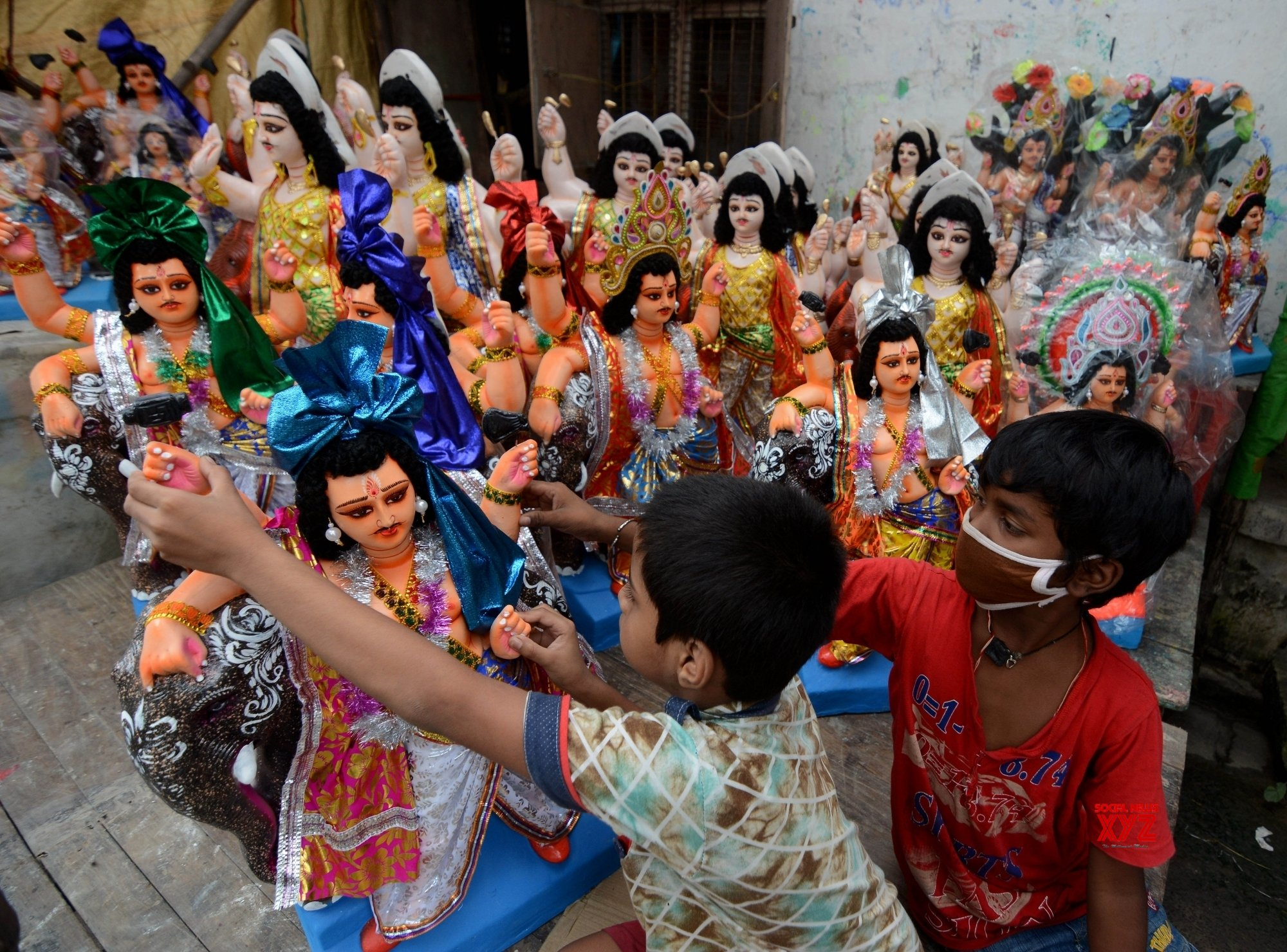 Kolkata: Preparations for Vishwakarma Puja underway #Gallery