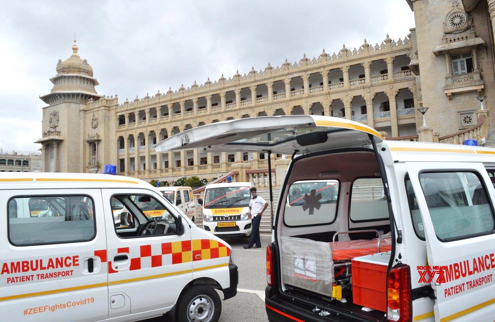 Bengaluru: Yediyurappa flags off 20 Ambulances, PPE Kits and HNFC machines from Vidhana Soudha #Gallery