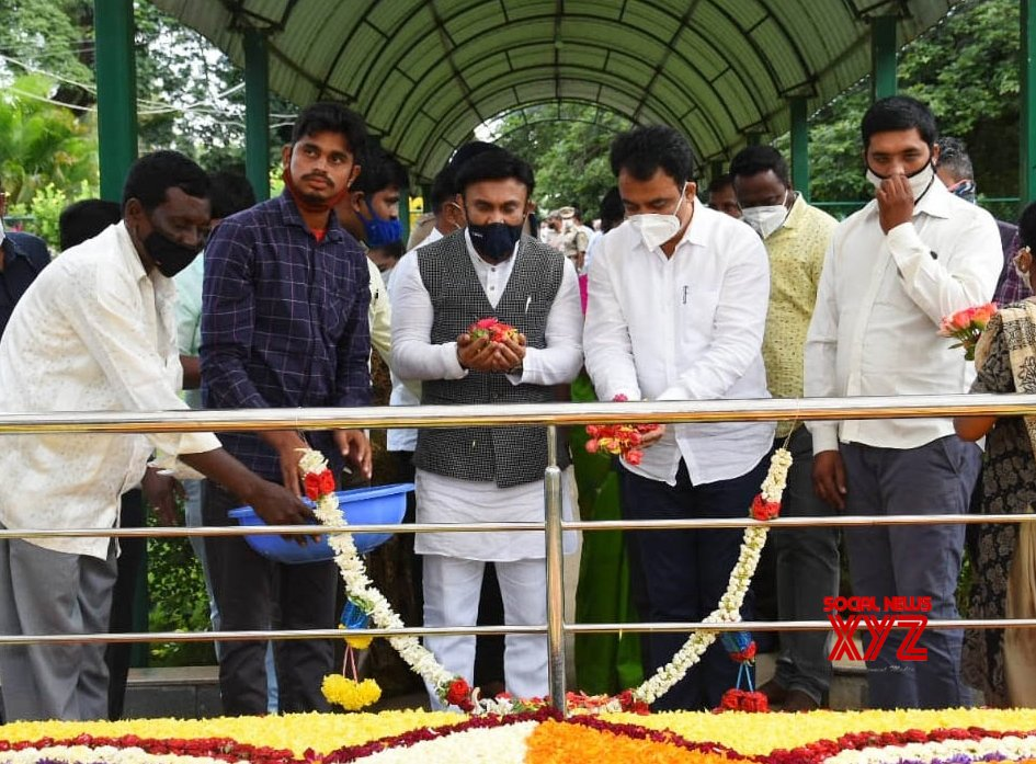 Chikkaballapur: Karnataka Dy CM pays tributes to Mokshagundam Visvesvaraya on Engineer's Day #Gallery