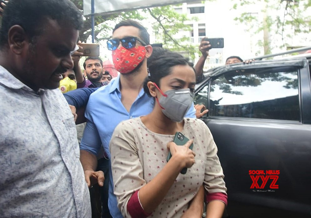 Bengaluru: Sandalwood actors Dingant and his wife Aindrita Ray arrive to appear before CCB #Gallery