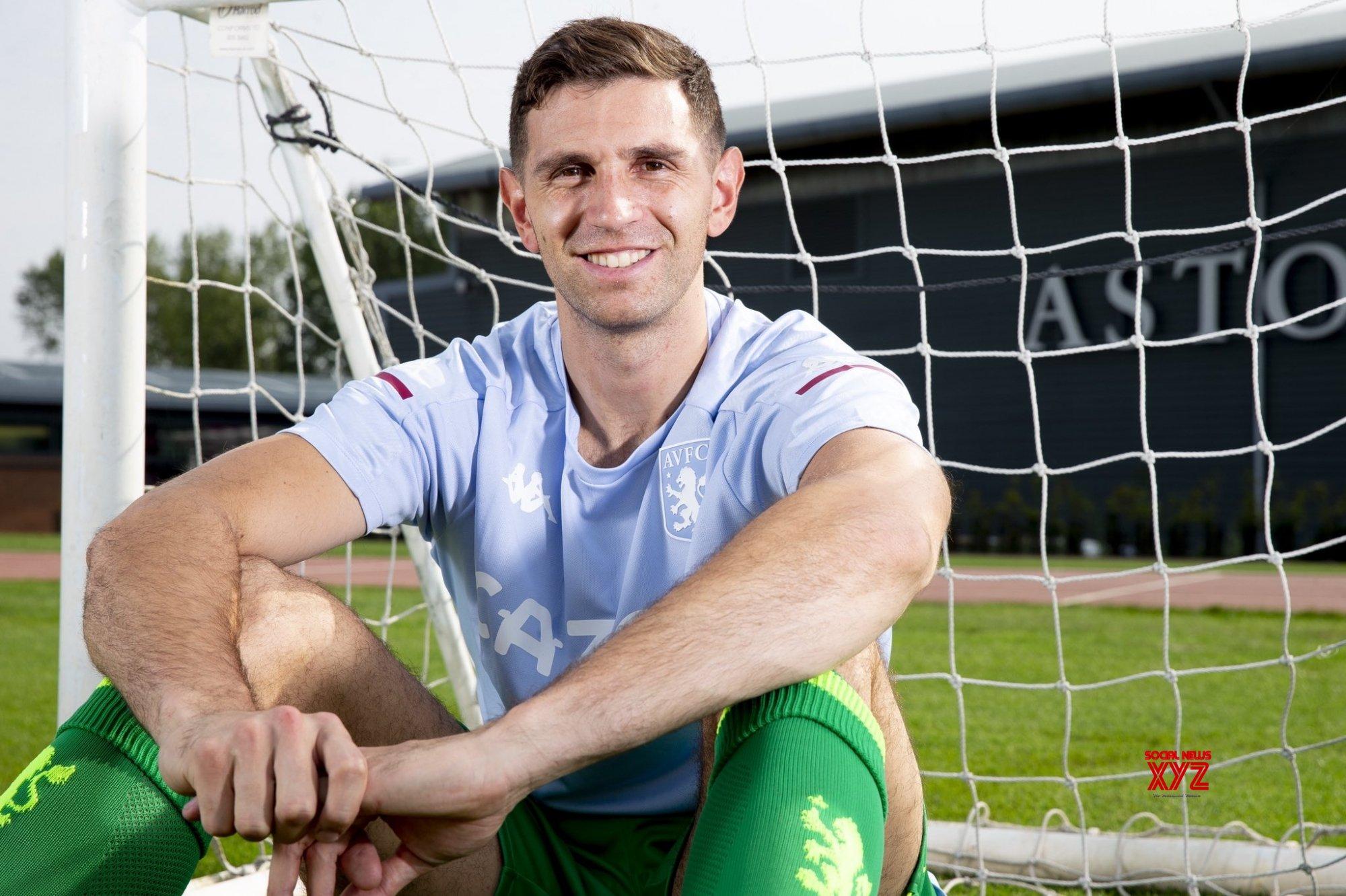 Aston Villa sign goalkeeper Emiliano Martinez from Arsenal
