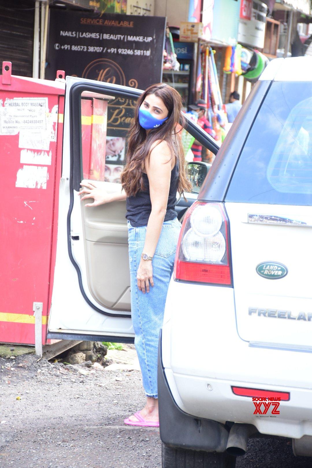 Actress Daisy Shah Spotted At Bandra Gallery