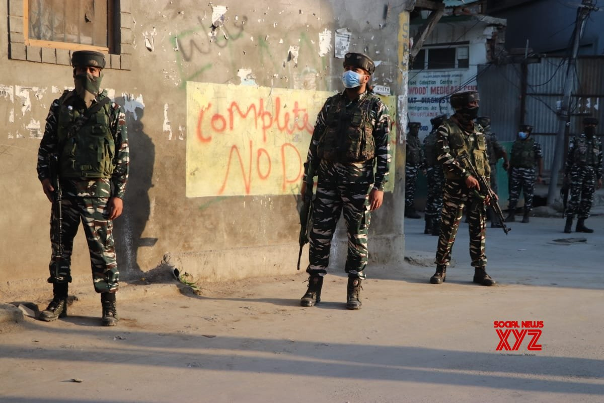 Srinagar: Kashmir gunfight over, 3 terrorists & woman killed #Gallery