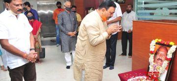 Bengaluru: BJP leaders pay tributes to Rajya Sabha member Ashok Gasti who succumbed to COVID-19 at a private hospital, in Bengaluru on Sep 18, 2020. (Photo: IANS)