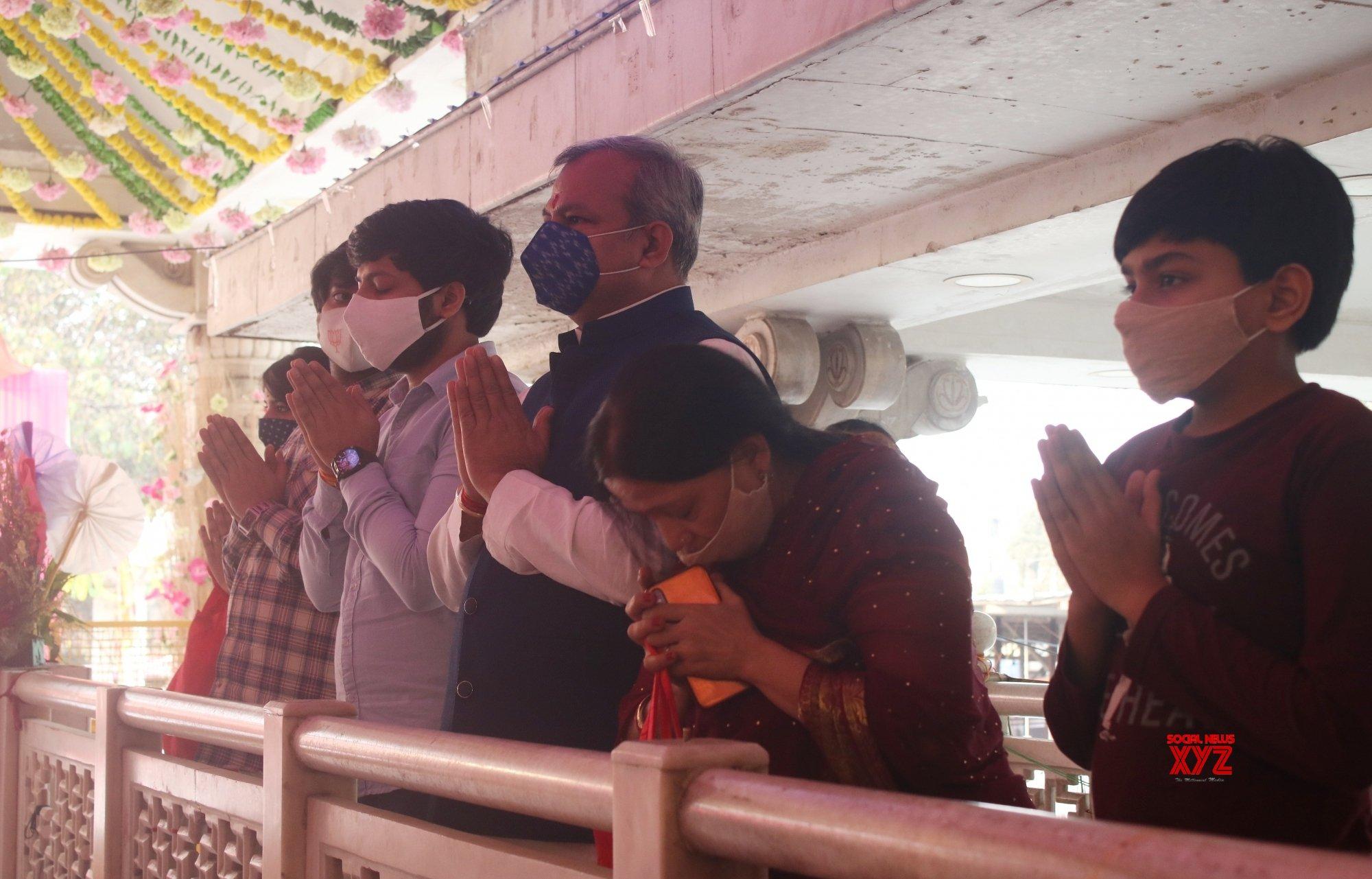 New Delhi: Delhi BJP President Adesh Gupta offers prayers at Jhandewalan Temple on first day of Navaratri #Gallery