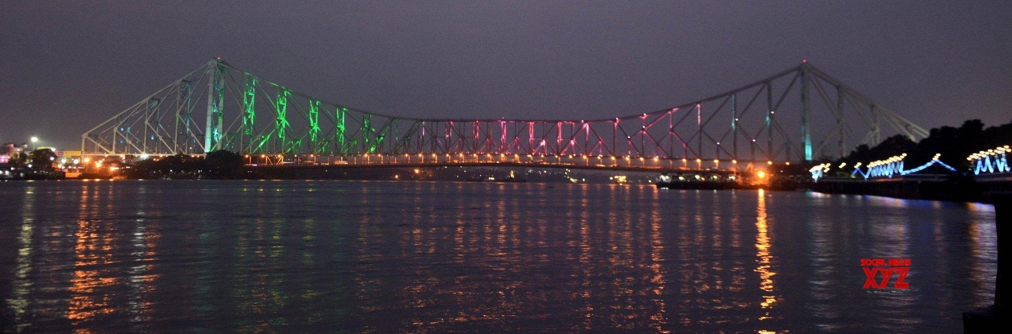 Kolkata: Illuminated Howrah Bridge for Mohun Bagan, I - League champion #Gallery