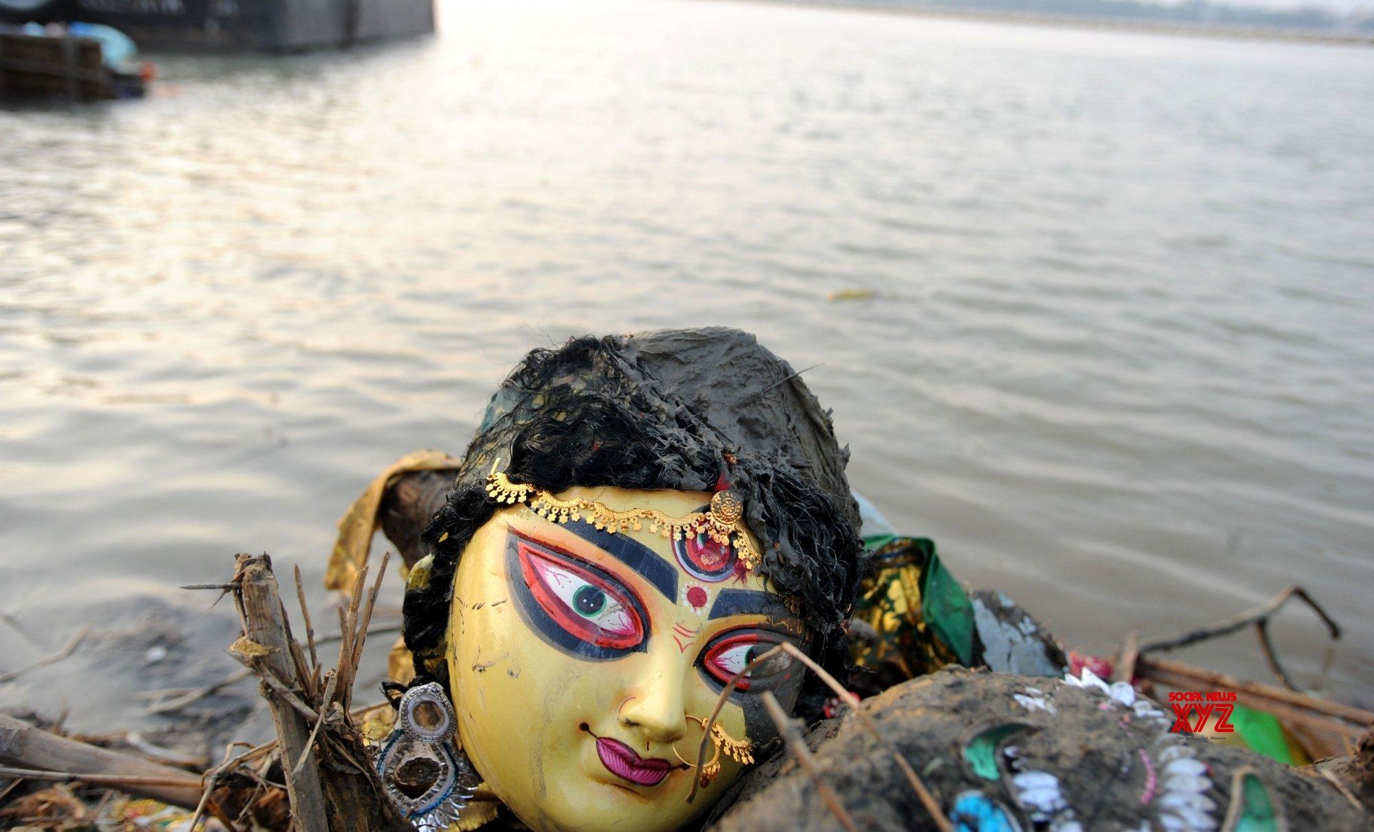 Kolkata: Durga idol immersion at river Ganga #Gallery