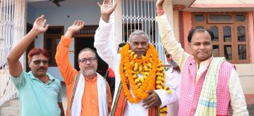 Patna: Kameshwar Chaupal, the Dalit leader who laid the foundation stone for Ram Mandir at the shilanyas site in Uttar Pradesh's Ayodhya in 1989 and who is expected to be named as next Bihar Deputy Chief Minister by the National Democratic Alliance (NDA), receives warm welcome from supporters in Patna on Nov 13, 2020. (Photo: IANS)