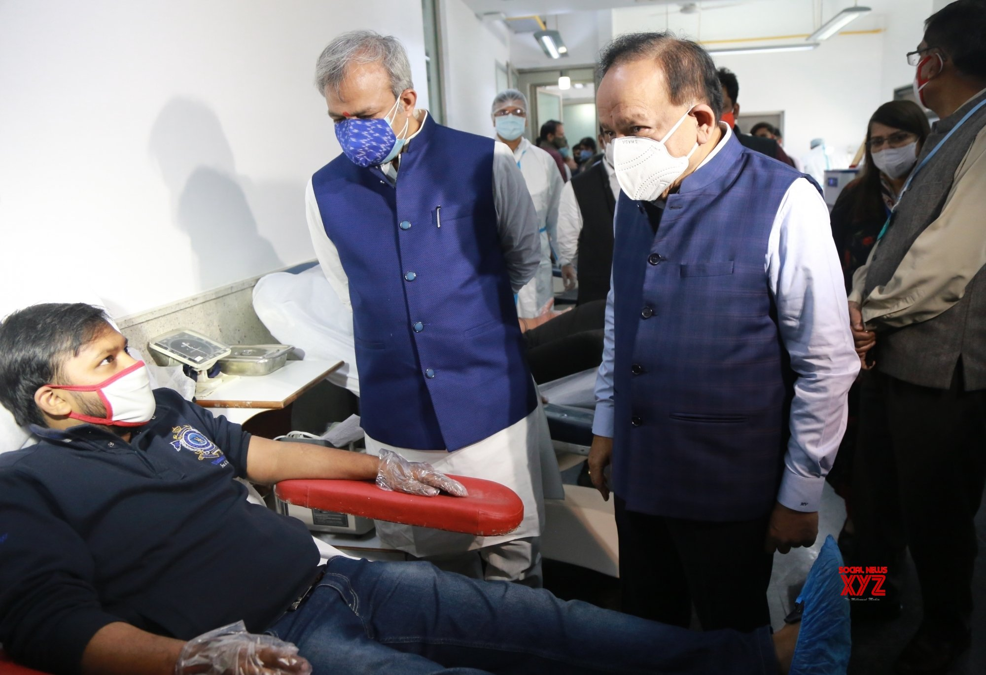 New Delhi: Union Health minister cum BJP MP Harsh Vardhan along with State party president Adesh Gupta visit to interact with the Blood donors for Corona warriors organised by BJP Yuva Morcha at Indian Red Cross socity. #Gallery