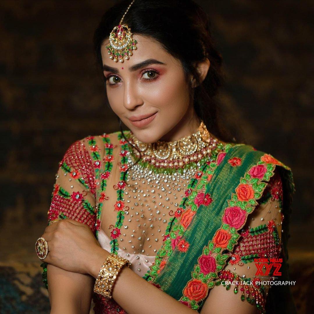 Actress Parvati Nair Latest Hot Glamour Stills