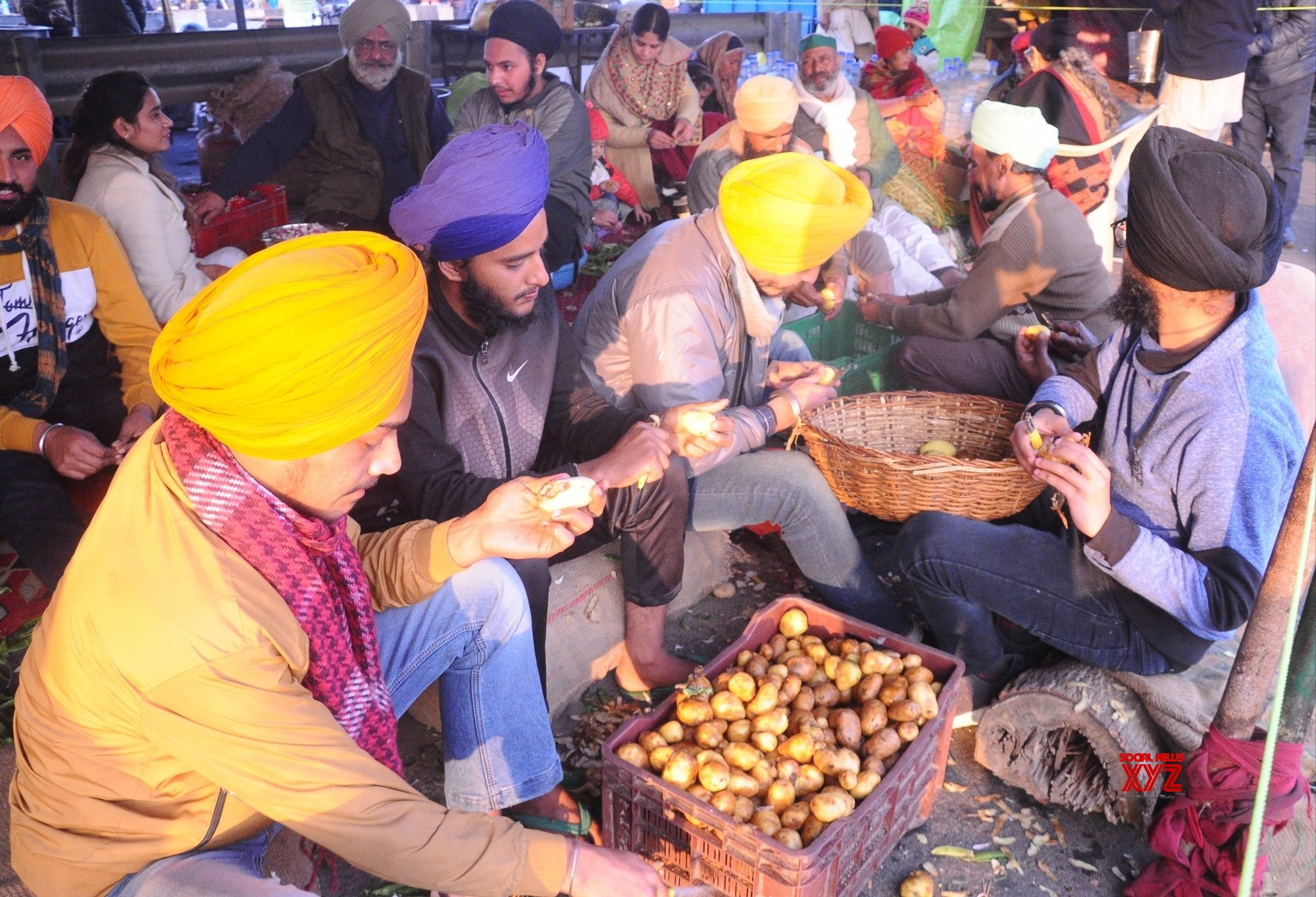 New Delhi: Lohri celebration at Delhi - Meerut expressway during a long day's protest against New Farm laws #Gallery