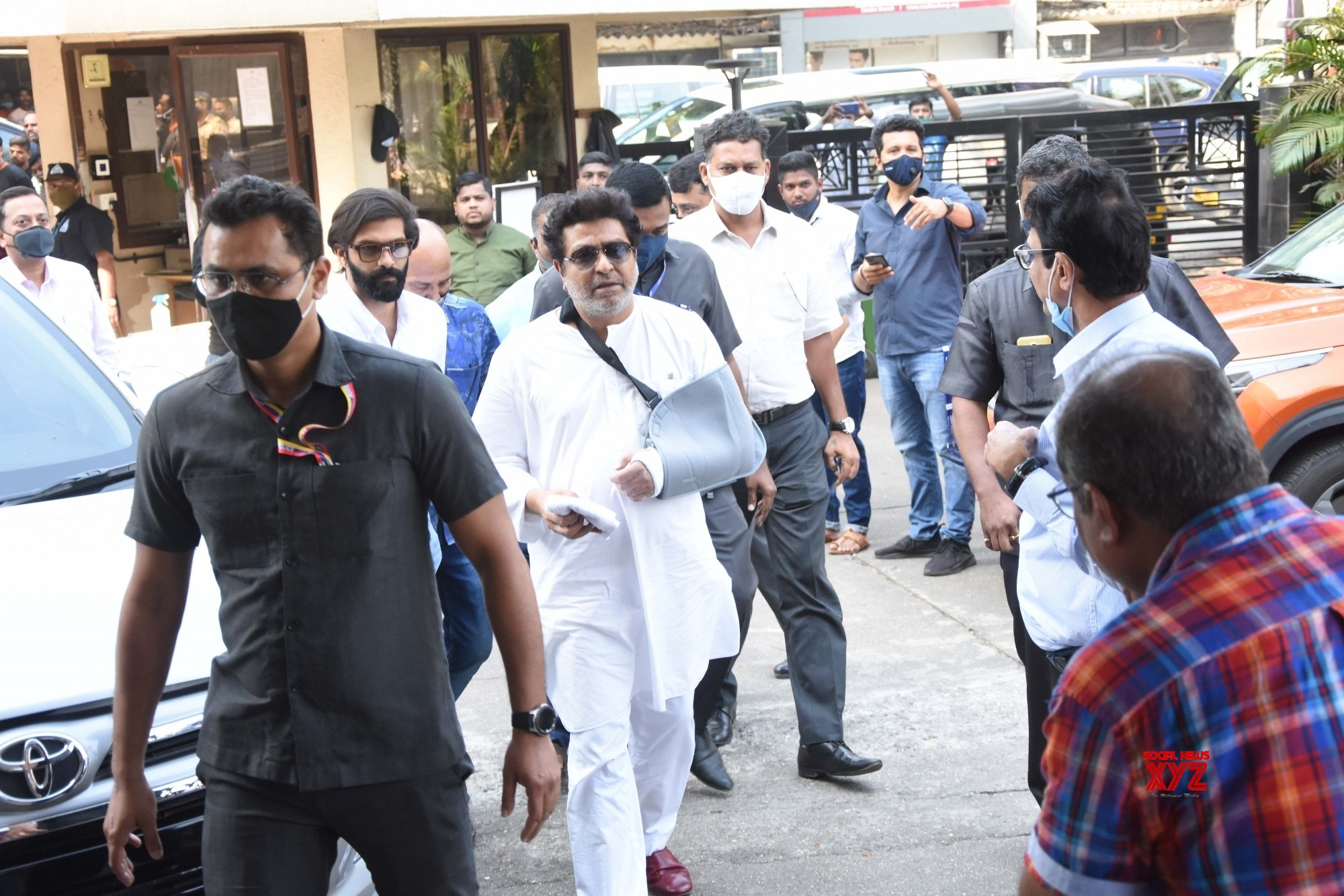 Mumbai: MNS Chief Raj Thackeray arrives at party leaders guidance meeting #Gallery