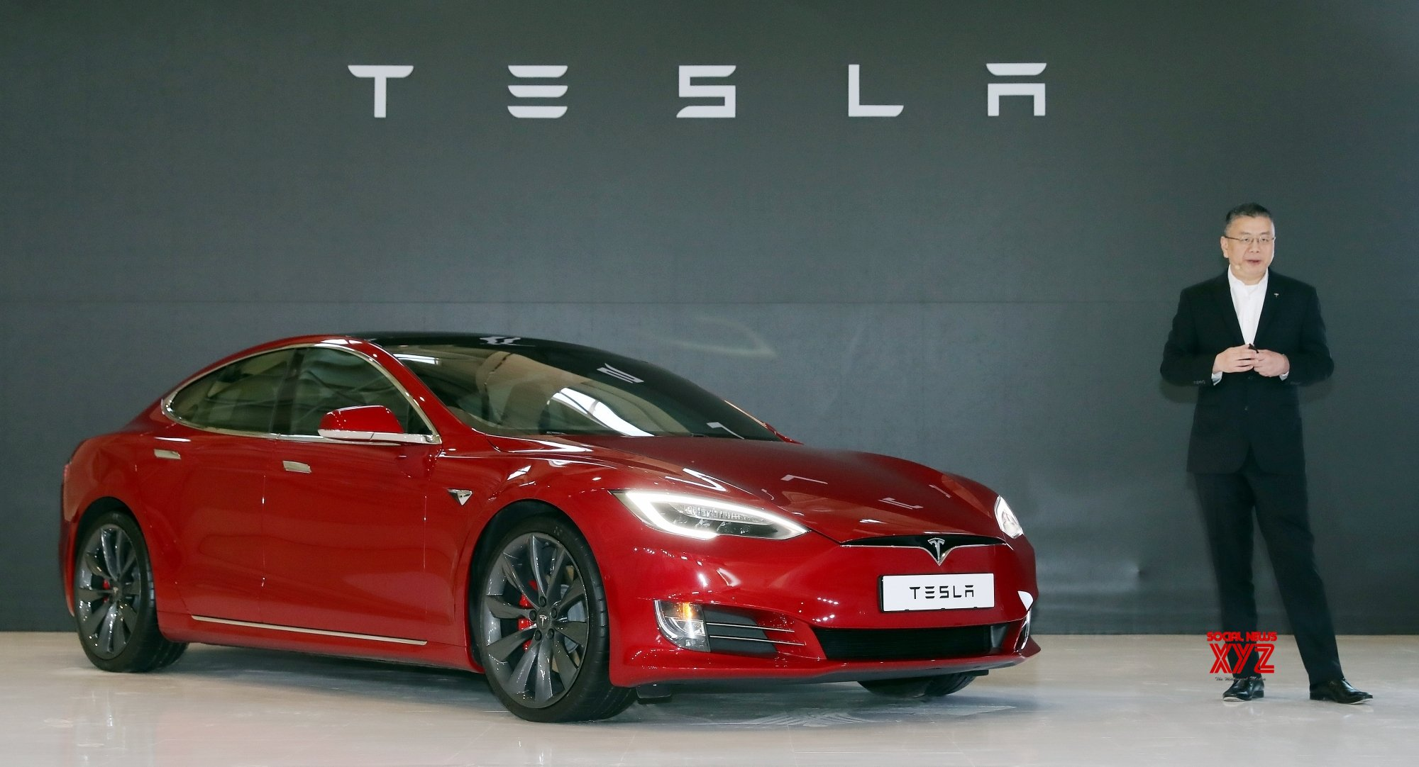 US tells Tesla to recall 158,000 cars for failing displays