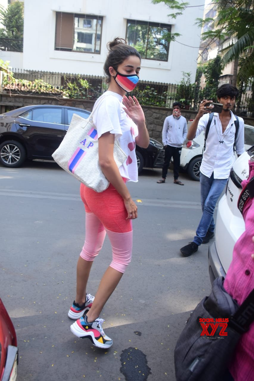 Actress Ananya Panday Spotted At Yoga Class In Bandra - Gallery