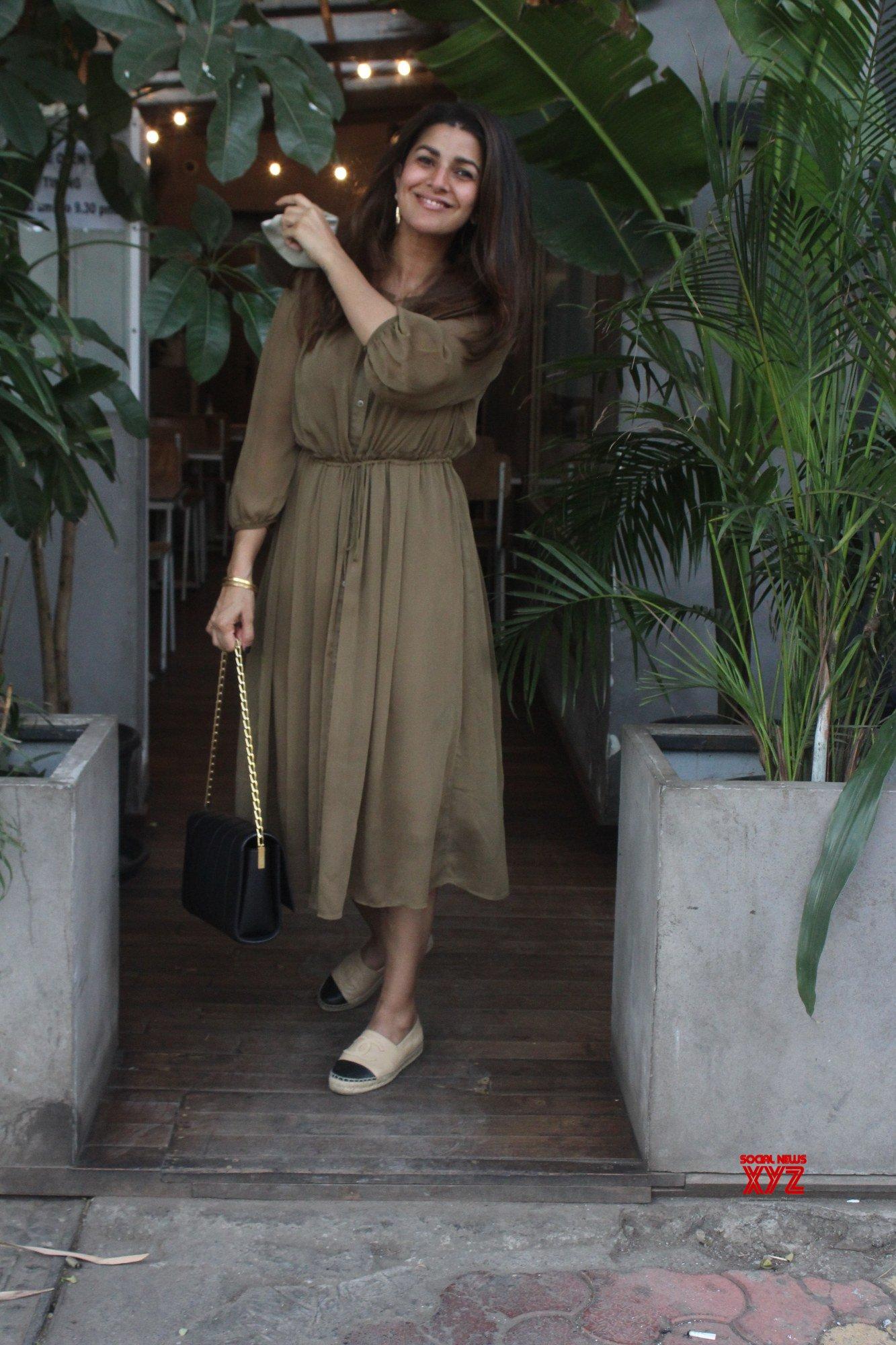 Actress Nimrat Kaur Snapped In Juhu - Gallery