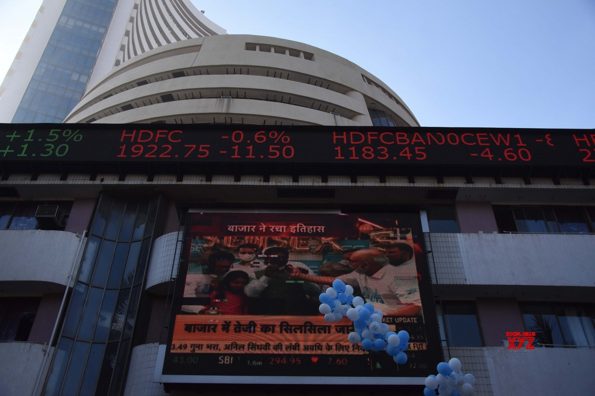 Sensex sheds major gains, rupee continues to weaken