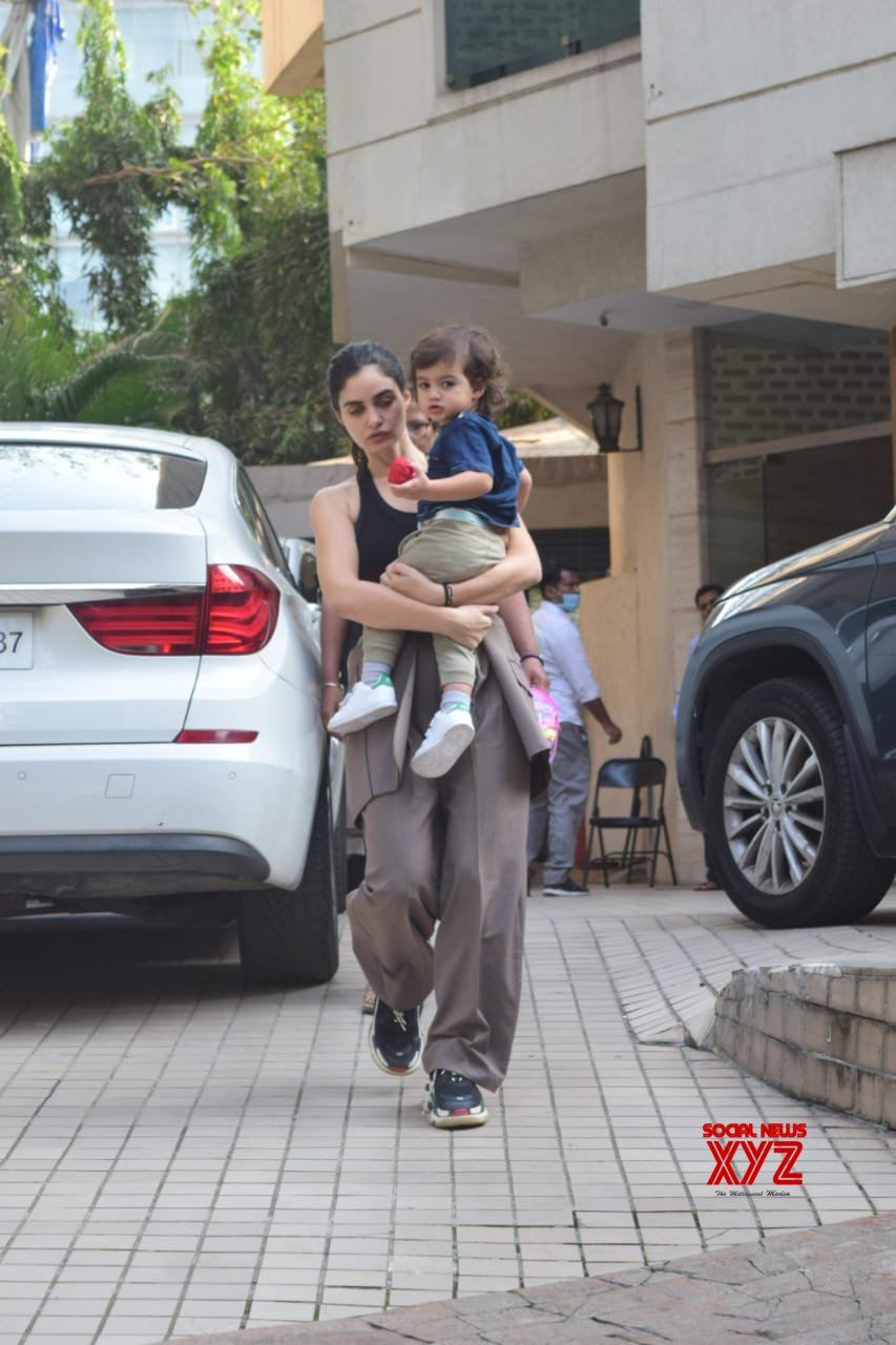 Gabriella Demetriades With Son Spotted At Bandra - Gallery