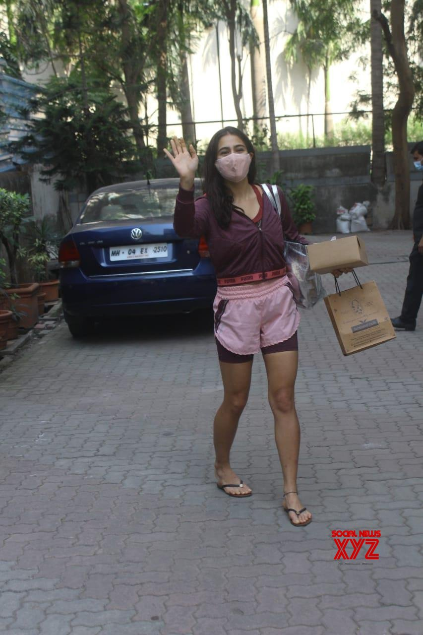 Actress Sara Ali Khan Spotted At Anand L Rai's Office - Gallery