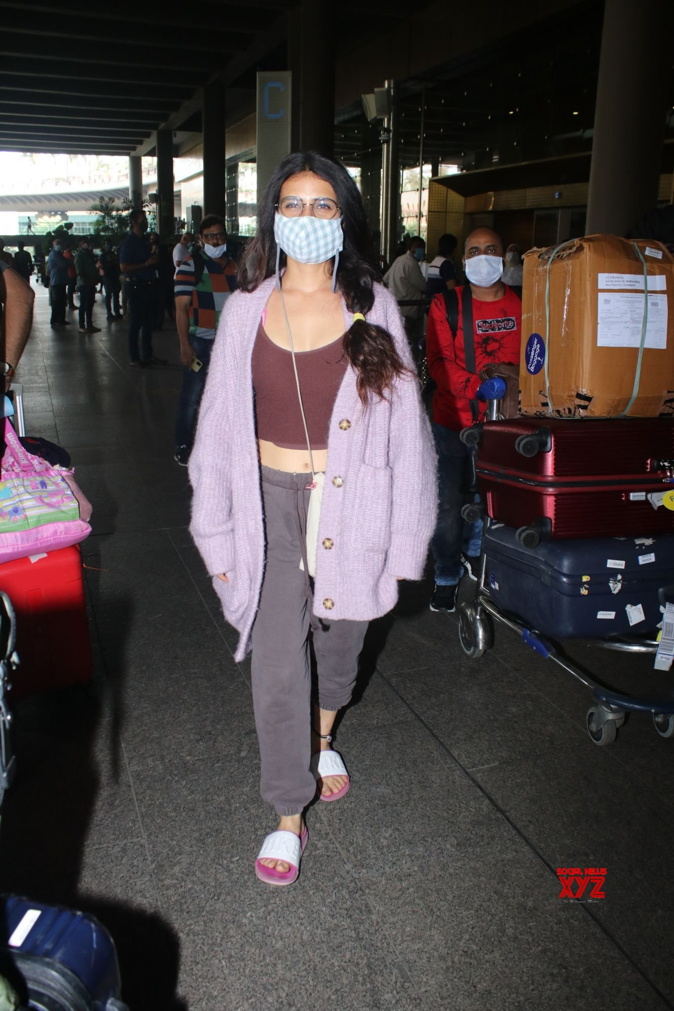 Actress Fatima Sana Shaikh Spotted At Airport Arrival - Gallery