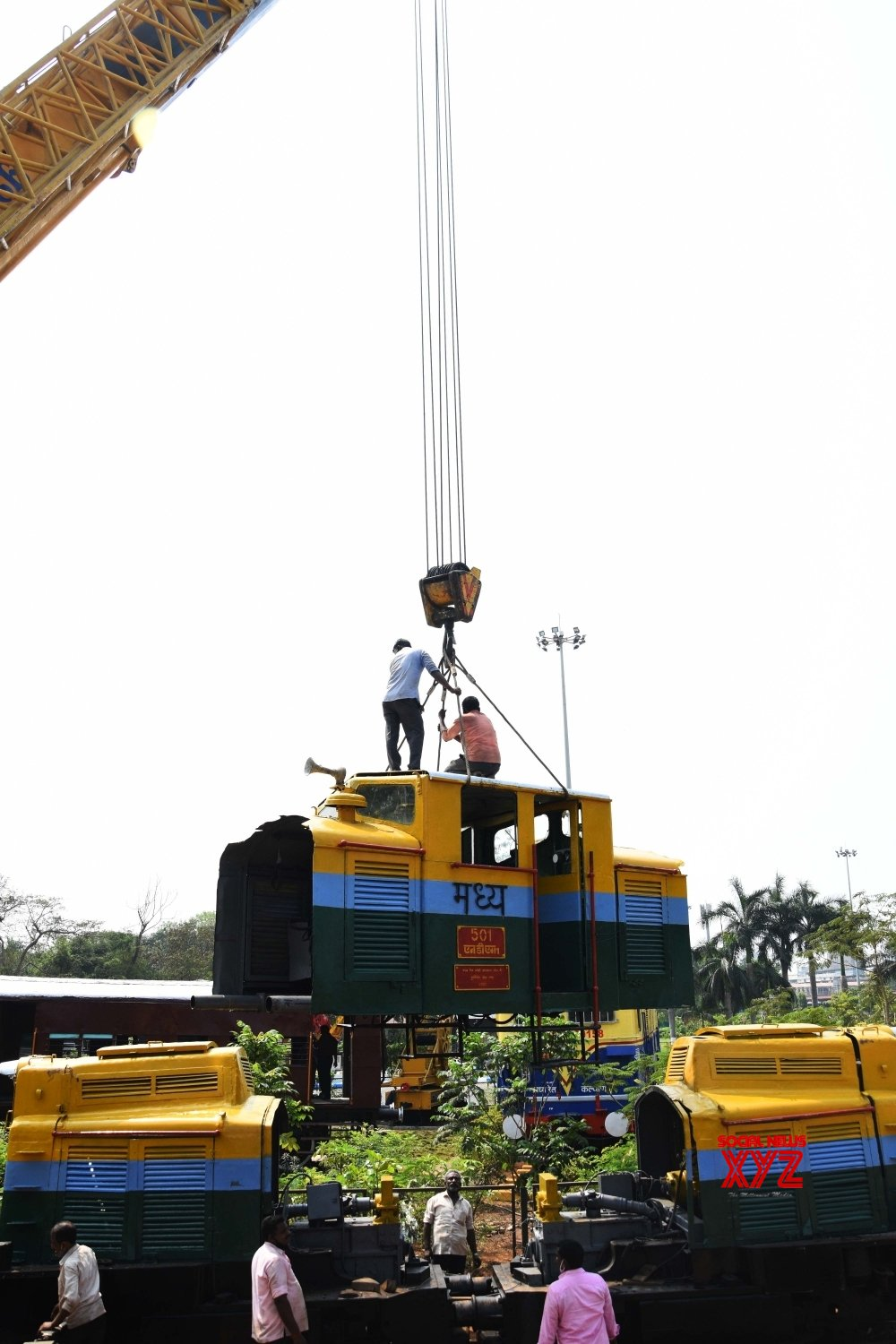 Mumbai: Workers assemble an Indian railway locomotive which was in service from 1956 to 2002 #Gallery