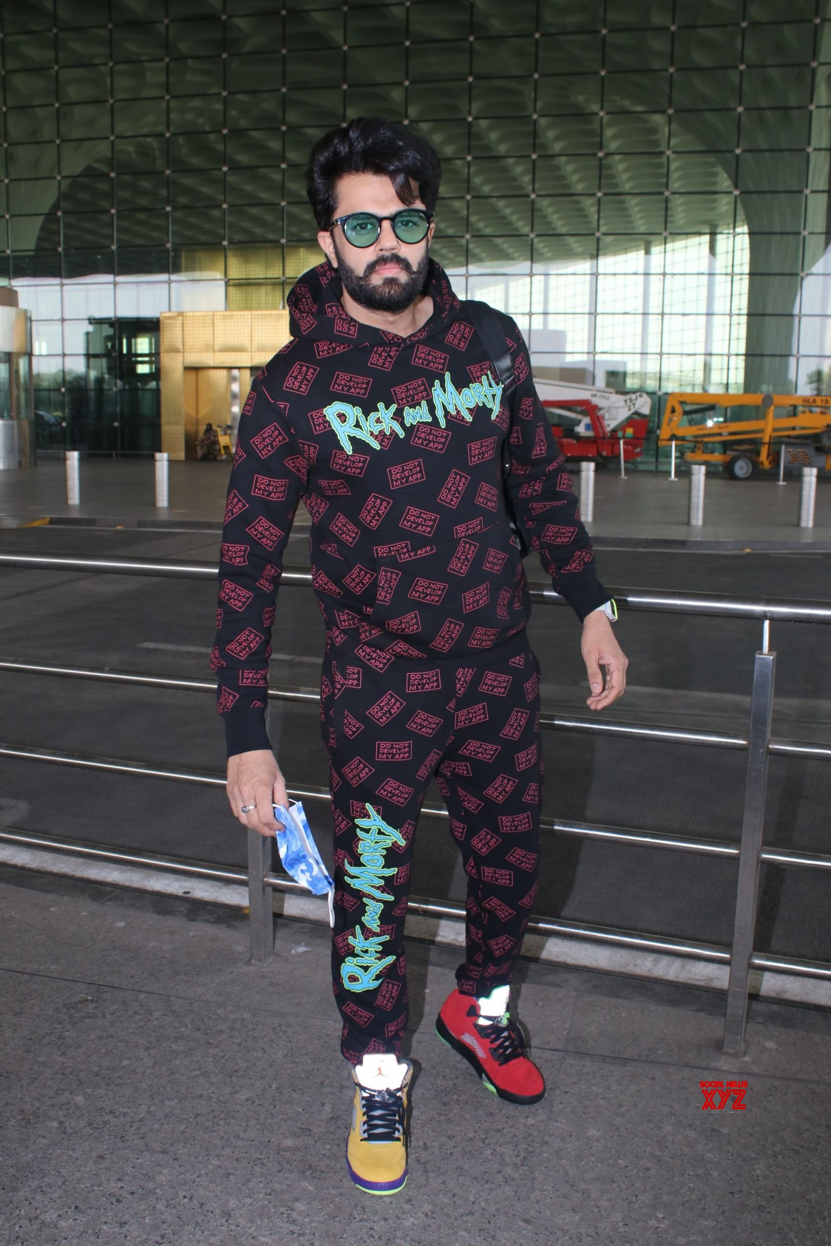 Manish Paul Spotted At Airport Departure - Gallery