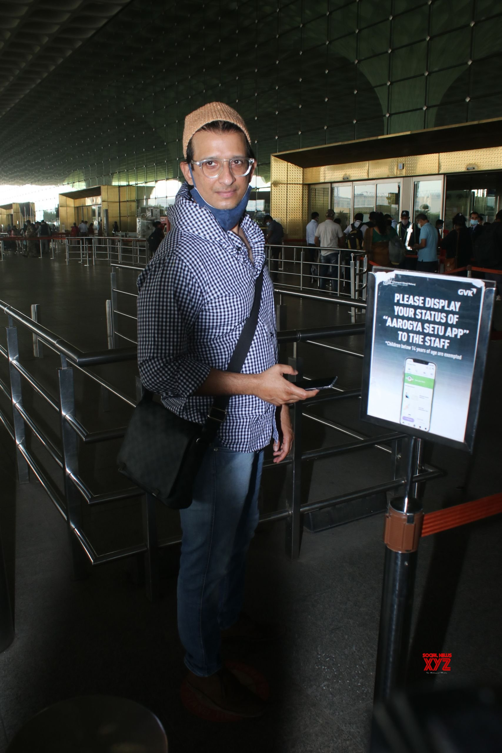 Sharman Joshi Spotted At Airport - Gallery