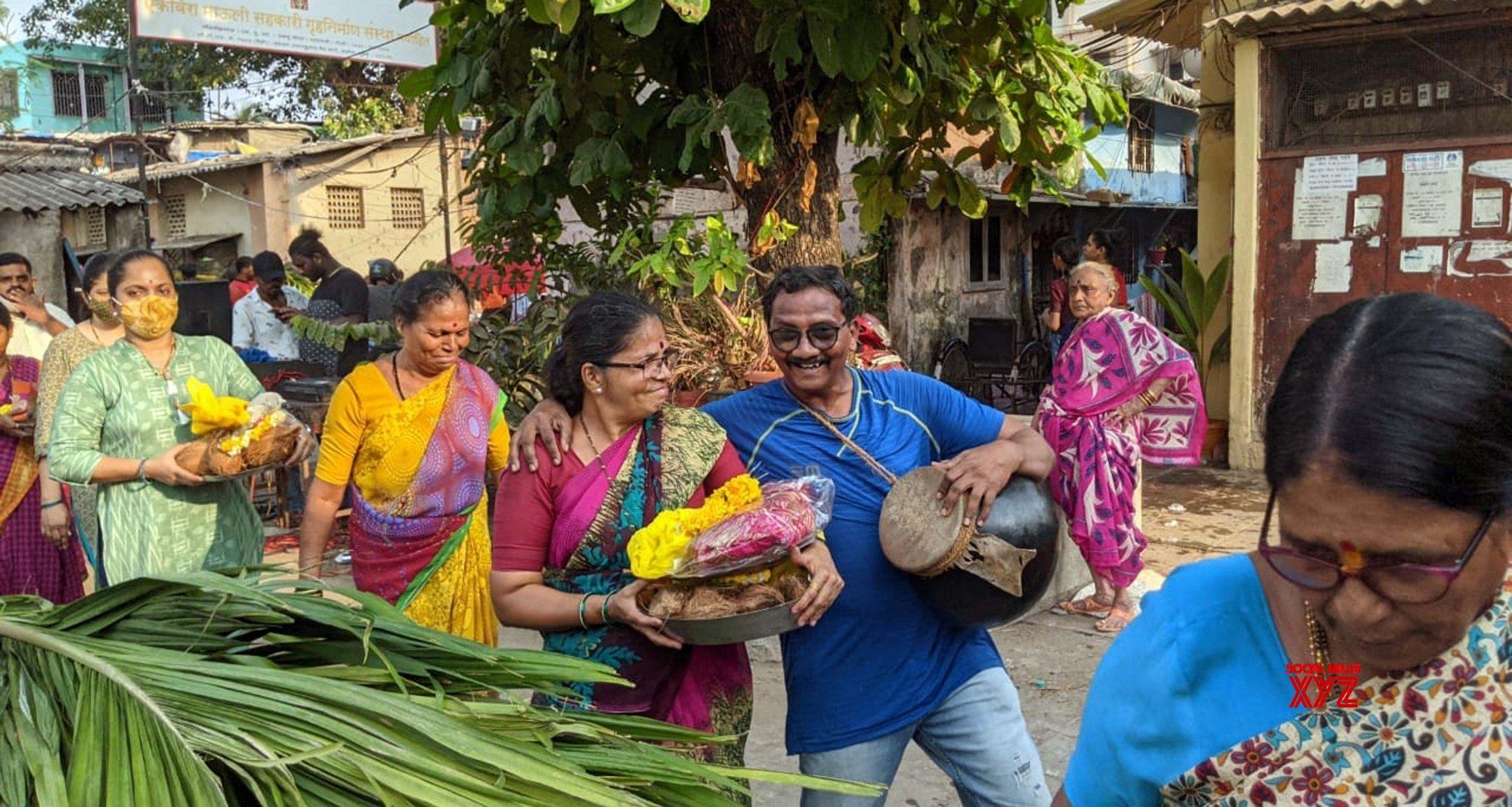Mumbai: Fishermen community peoples celebrate Holi festival #Gallery