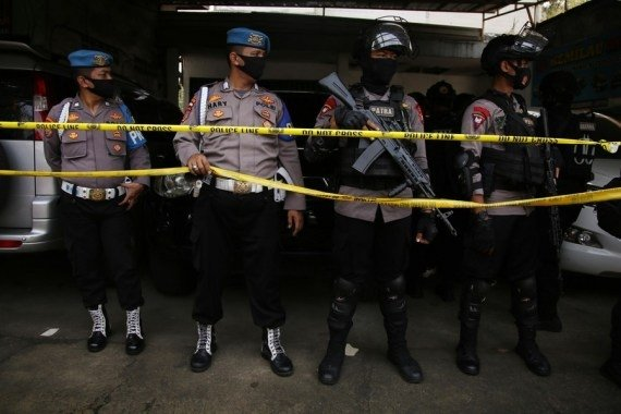 Indonesia: Indonesian police arrest 3 suspected terrorists following suicide attack #Gallery