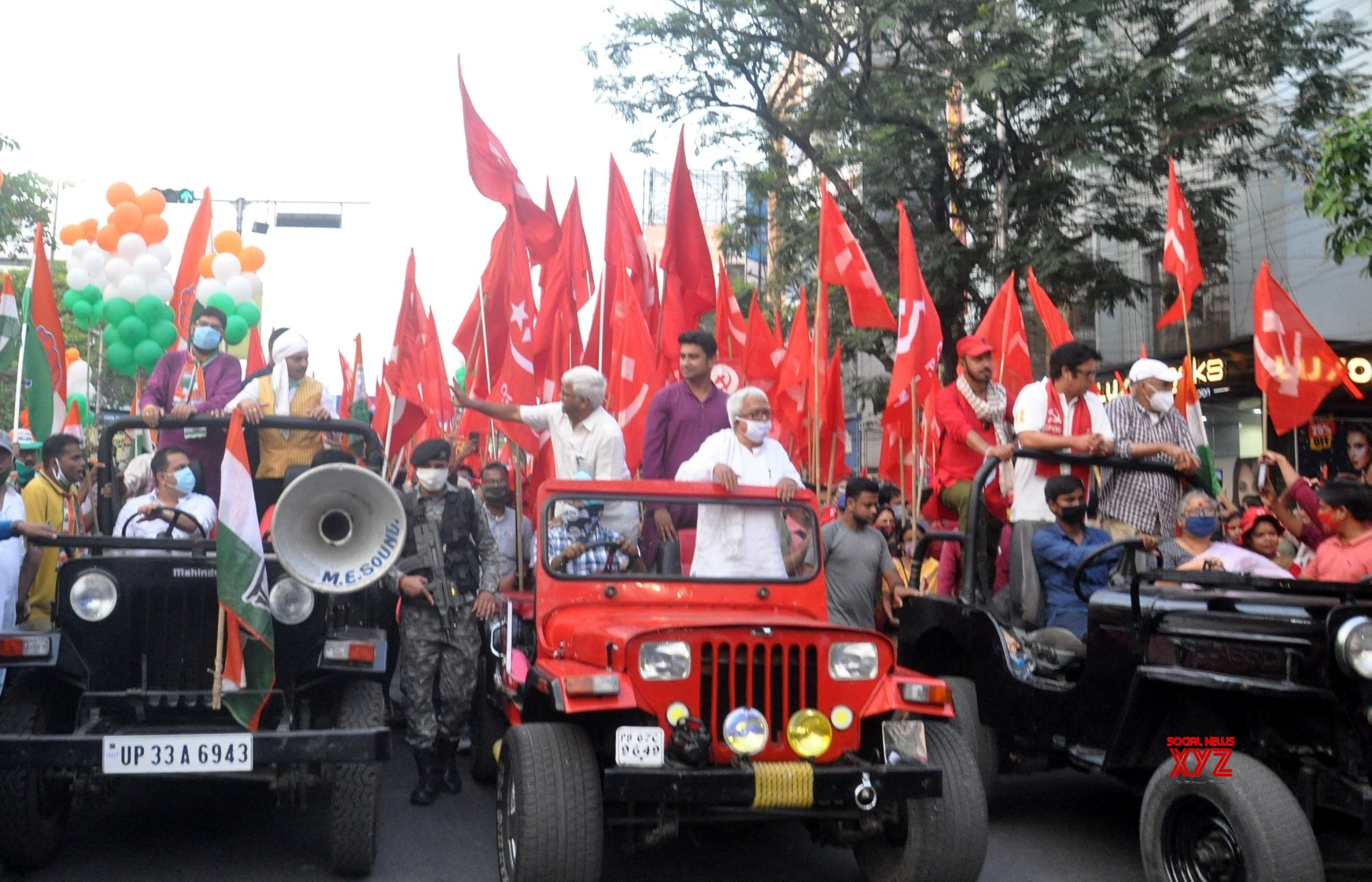 Kolkata : Sanjukta Morcha activists took part in a rally led by Left Front Chairman Biman Basu ahead of the 4th phase of the State Assembly election in Kolkata on April 7, 2021. #Gallery