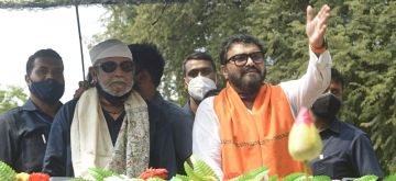 Actor turned BJP leader Mithun Chakraborty along with BJP candidate for Tollygunge constituency, Union Minister of State for Environment, Forest and Climate Change, Babul Supriyo at a roadshow during campaigning for the State Assembly election in Kolkata on April 8, 2021.(Photo:Kuntal Chakrabarty/IANS)
