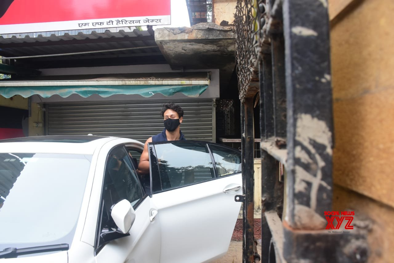 Tiger Shroff Spotted At Bandra - Gallery