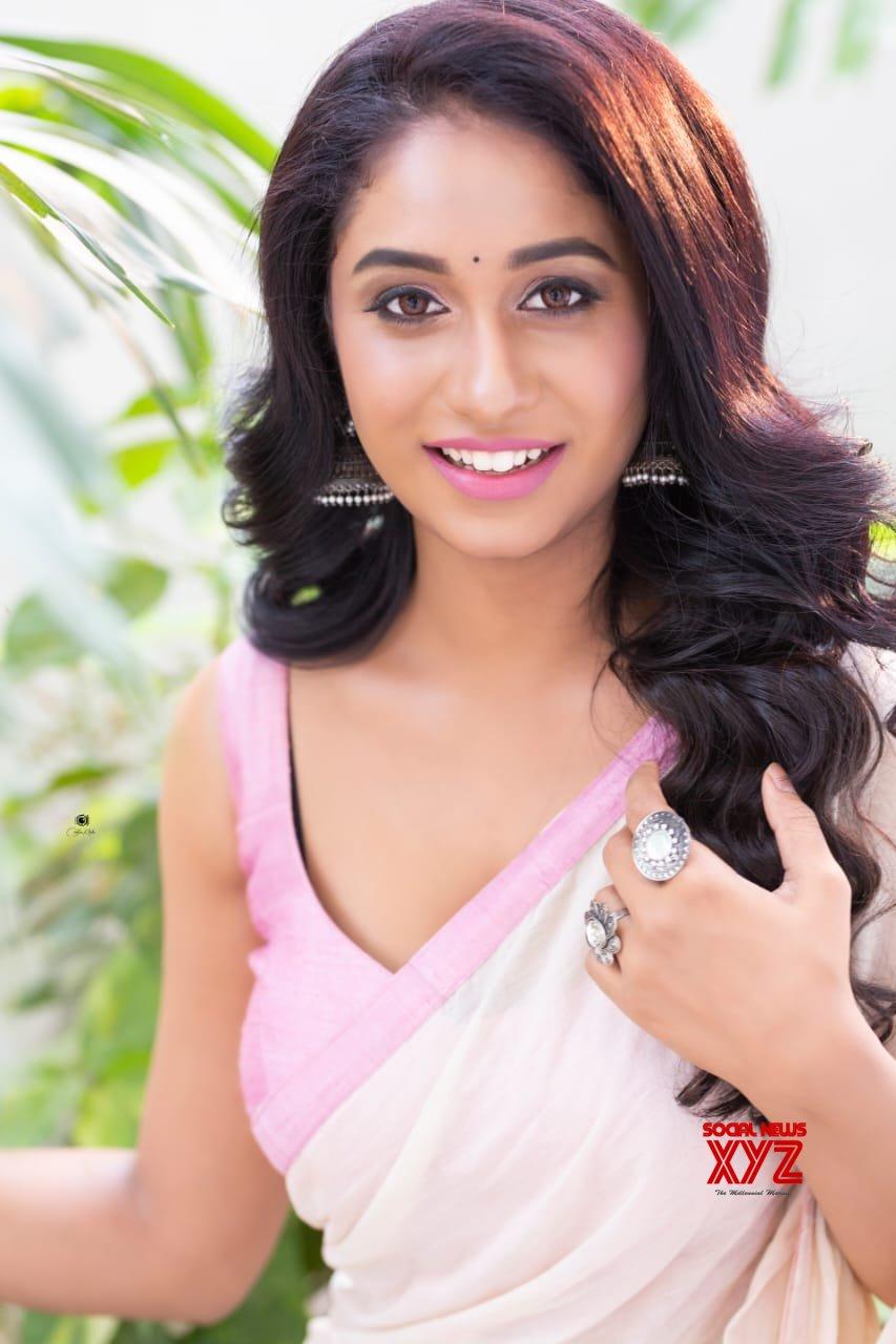 Actress Dakkshi Guttikonda New Glam Stills In A Sexy Saree