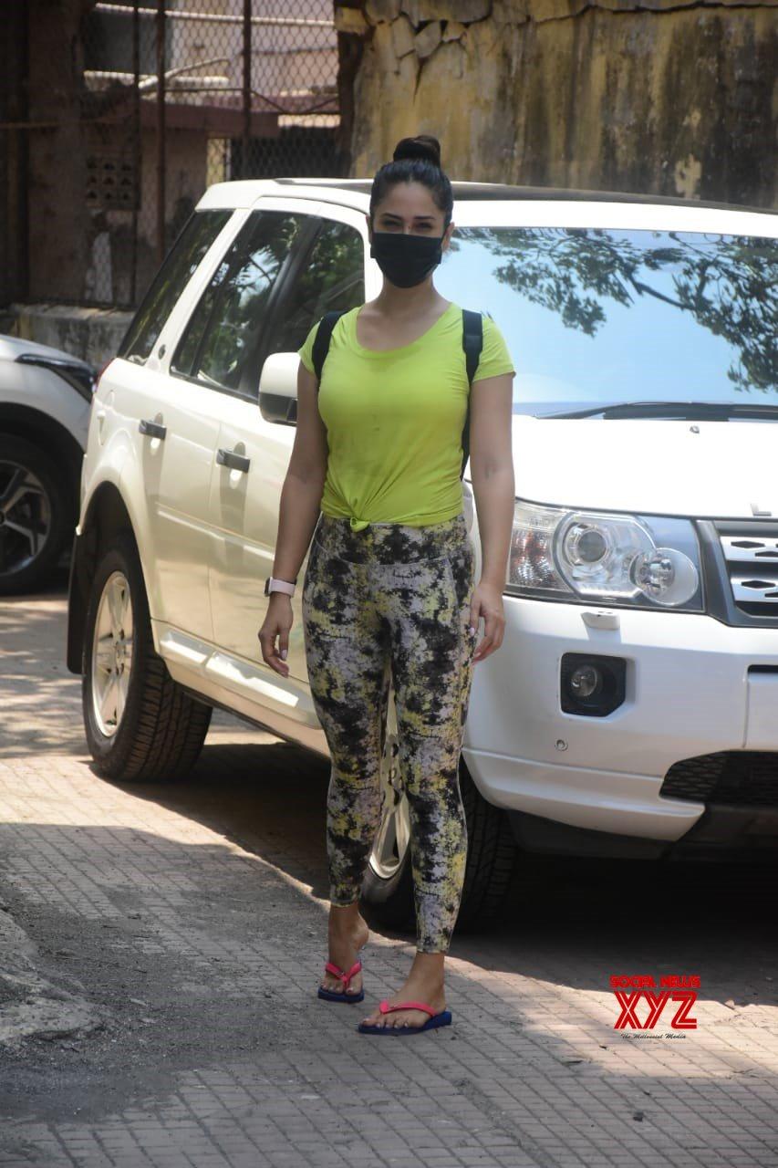 Actress Kim Sharma Spotted At Khar - Gallery