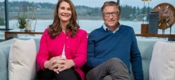 Washington: Photo provided by Bill & Melinda Gates Foundation shows that Bill Gates (R) and Melinda Gates pose for a photo after annotating the 2019 annual letter in Kirkland, Washington, the United States, on Jan. 8, 2019. (Xinhua/IANS)